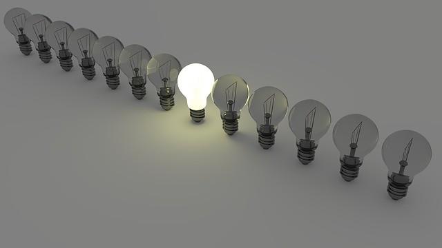 CHANUKKA - LAMPEN IN DEN INNENHÖFEN