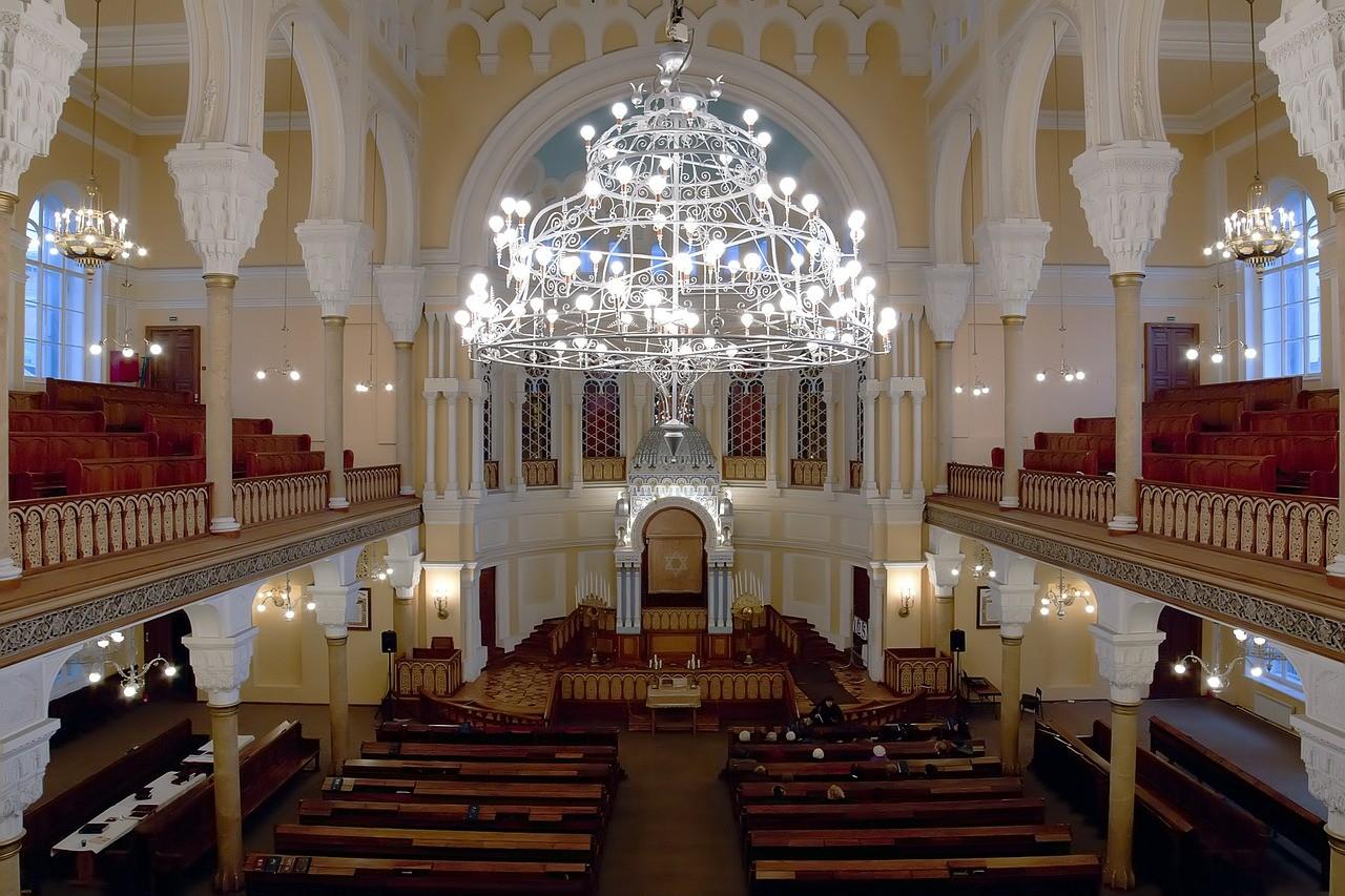 Sollte man die Kinder in der Synagoge lieber nicht küssen?